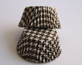 Brown and White Houndstooth Standard Baking Cups