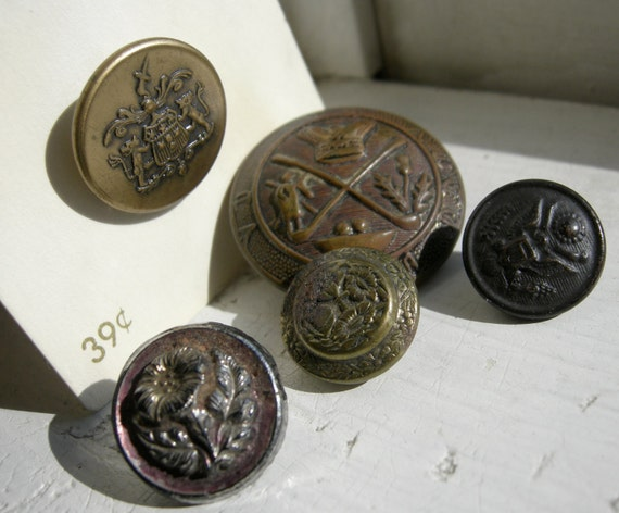 5 Metal Vintage Buttons with Crests