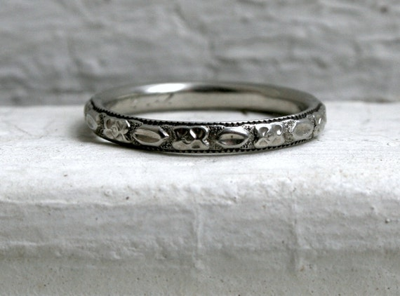 Reserved - Beautiful Vintage Patterned 18K White Gold Wedding Band.