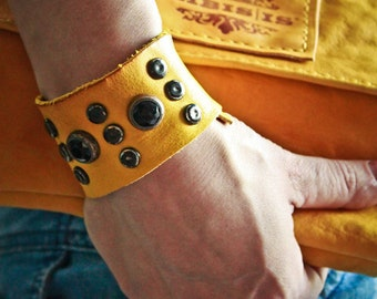 ALESSANDRA VINTAGE calf leather cuff with hard stones and studs - Handmade in Italy - Italian vegetable tanned leather