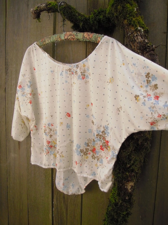 Breezy Romantic Blouse/ Eco Hipster Shirt/ Summer Blouse Vintage Poly Stretch Knit M/L