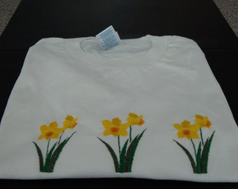 Embroidered daffodil T-shirt