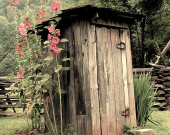 Outhouse, country decor, country living, vintage, shabby chic, bathroom decor