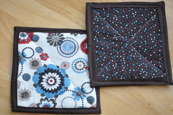 Potholders Spiral flowers and polka dots
