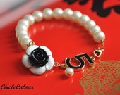 Lovely Black and White Rose Pearl Bracelet - Creamy White Pearl
