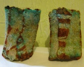 Shibori Felted Wrist Warmers Grass Green Turquoise Rust Reversible Gauntlets Gifts for Women