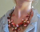 Necklace with 3 red flowers made in shells and stone
