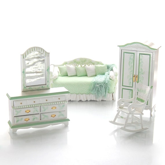 Items Similar To KEY LIME COMFORT Daybed Bedroom Set Hand