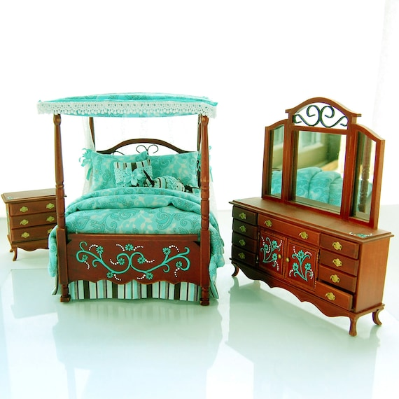 Teal chocolate brown victorian canopy bedroom set for Chocolate brown bedroom furniture