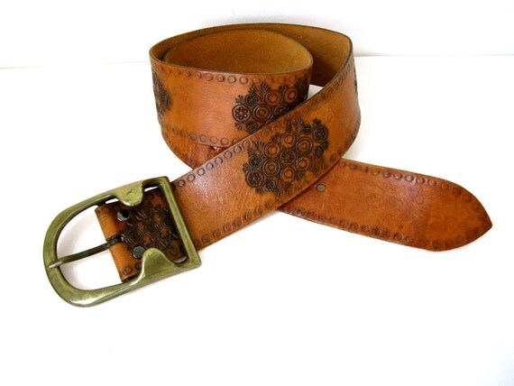 Vintage 1970s Tooled Leather Belt