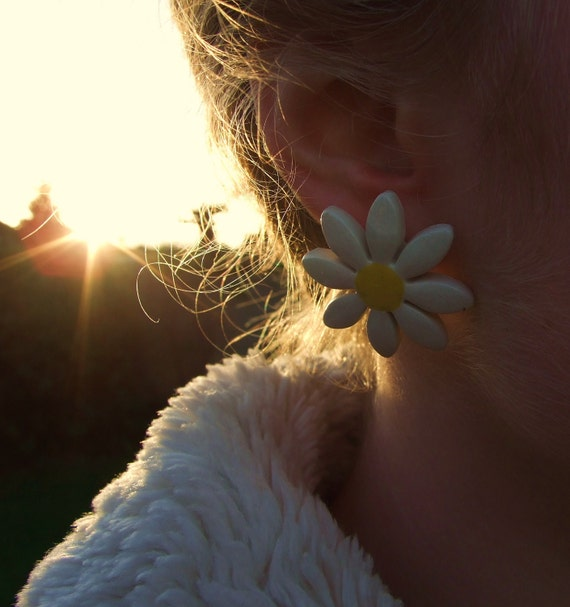 Daisy earrings ceramic daisies medium sized stud posts Summer time