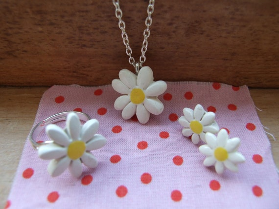 SALE Little daisy necklace cute and dainty ceramic silver plated chain