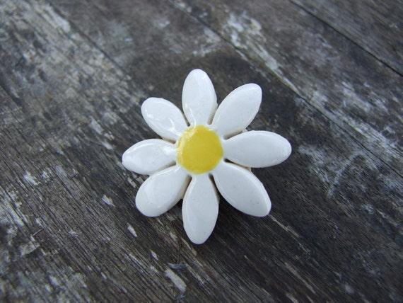 Daisy ceramic brooch buttercup yellow centre