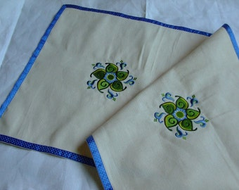 Table Runner,Natural Cotton,Cream,Embroidered  OOAK,tablecloth,