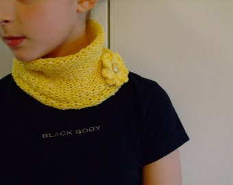 Yellow Baby girl neck warmer,yellow,cotton thread,knitted,seamless