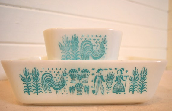 set of two pyrex amish butterprint refrigerator dishs with rooster motif adds instant vintage farmhouse style to your kitchen and tabletop