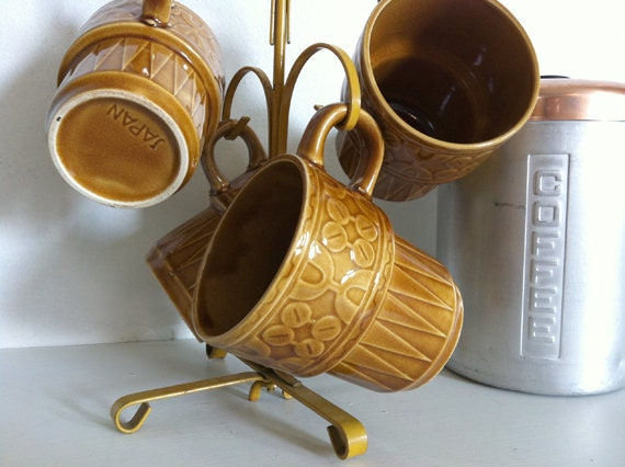 Retro Coffee Mug Tree and Set of Four Cups - Flower Geometric Pattern Harvest Gold - Made in Japan- coffee is good for you