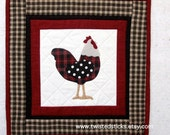 Quilted Table topper Table mat Small wall hanging Kitchen decor chicken decor