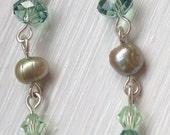 Handmade earrings - Green crystal and freshwater pearl drop earrings