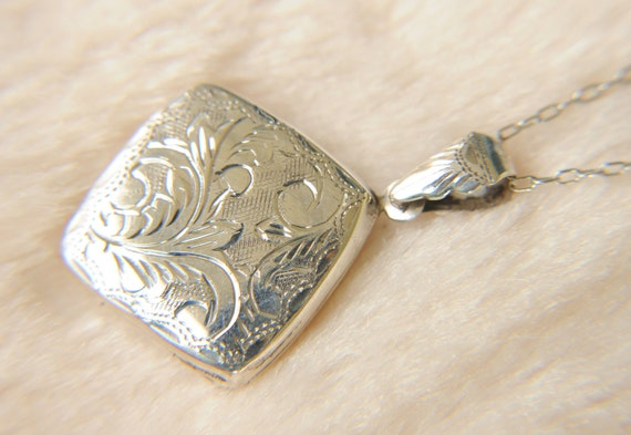 vintage 1970s / sterling silver diamond shaped locket // ETCHED