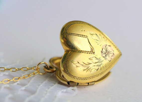 1940s vintage jewelry / gold heart locket // SAILOR BOY
