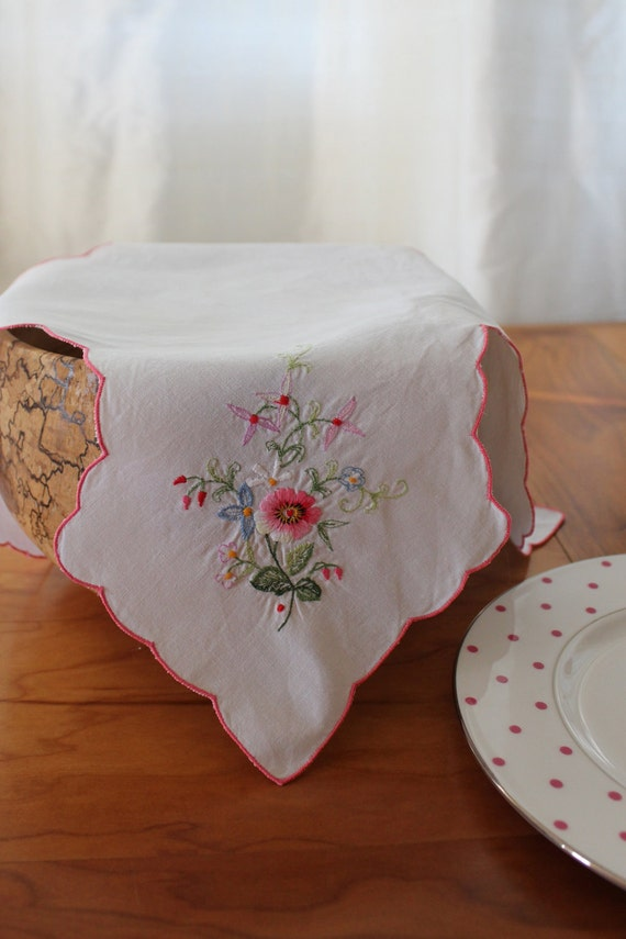 Bun Warmer: Vintage Embroidery - Keep Your Rolls Hot