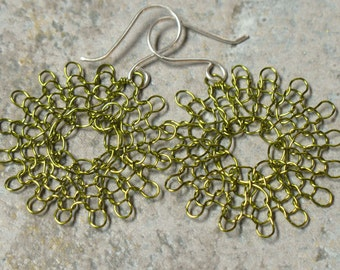 knit wire earrings -- medium in peridot
