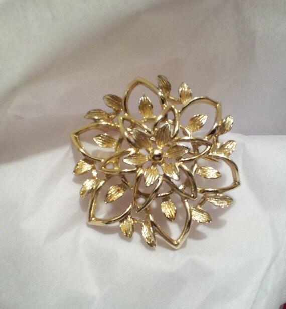 Gold Toned Vintage Brooch c.1960