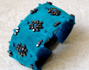 Suede cuff Turquoise beaded