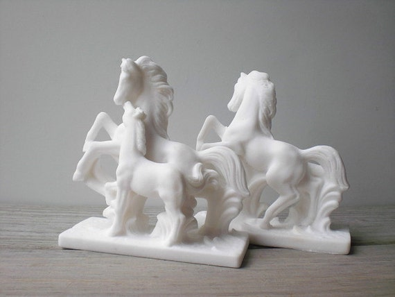 Vintage Italian horse figurines / white horse / home desk decor / Depositato / French country cottage chic / classic / book ends / romantic