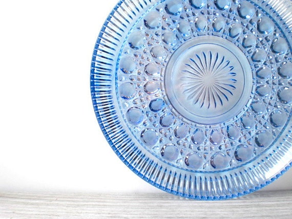 Vintage Indiana glass / plate / retro / ice sky blue / Windsor / cottage chic / summer party serving / Federal Glass pattern
