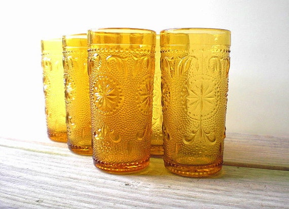 Vintage patterned glass / honey color / retro / modern / kitchen / serving / summer party / golden yellow glass / set of seven