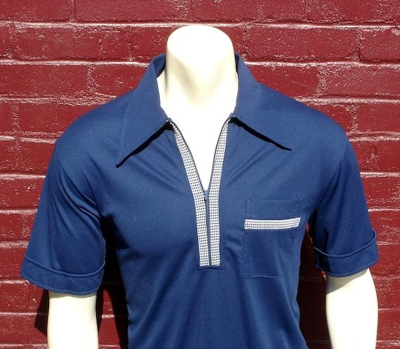 1970s Zipper Shirt Mens Vintage Blue Polyester Short Sleeve Pullover Spring / Summer Shirt - Size LARGE