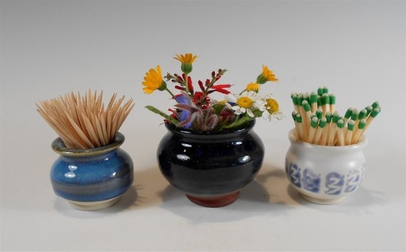 """Small Pots (wees005), tiny clay vessels for toothpicks or matches, """"wee pots"""" by Nansee New,  Luz."""