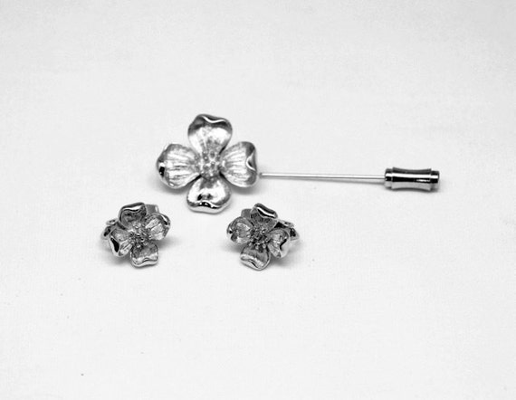 Vintage Trifari Flower Stick Pin Brooch and Earrings Demi Parure