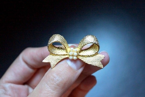 Vintage Bow Brooch with Faux Pearls