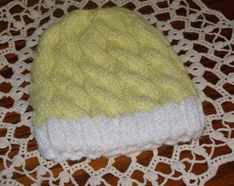 Baby Knit cap/beanie Keep that head warn New Born to 6 months