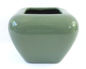 Green Haeger Planter. Vintage in Mint Condition