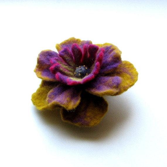 Flower Handfelted Wool Brooch - Felted Flower - Hand Felted Brooch  -  Flower Brooch - Felted Brooch