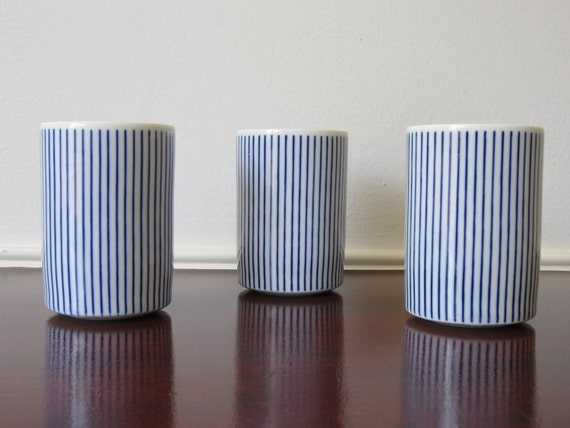 Japanese blue and white pin stripe fine tea cups perfect condition