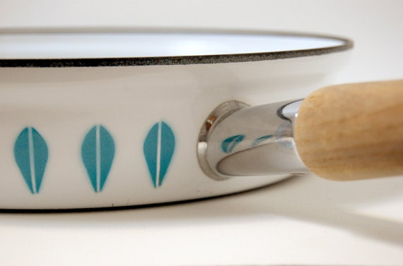 Cathrineholm White and Teal Lotus Cooking Pan