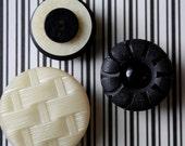 Black & Cream Vintage Magnet Set