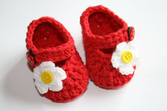 قلاب دوزی پنبه قرمز کفش نوزاد دختر مریم janes booties دمپایی با دکمه sparkly گل زرد و سفید مرکز دوش سرپا نگه داشتن هدیه عکس