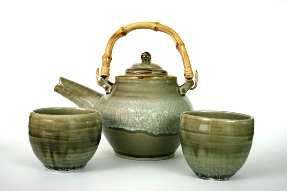 Teapot and tea bowls set with bamboo handle in olive green celedon