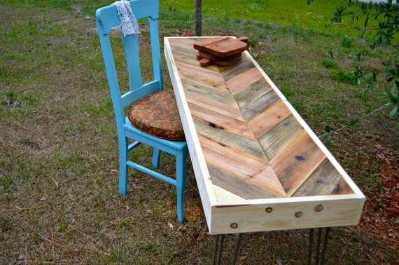 Items similar to reclaimed chevron pallet wood side entry - Cosas hechas con madera ...