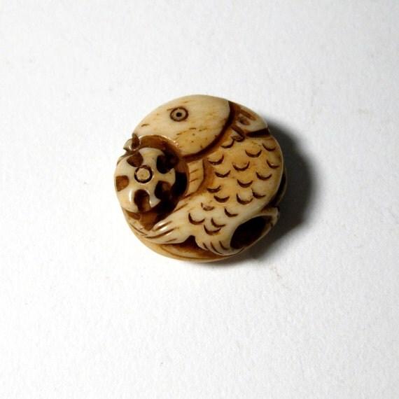 Carved Bone Fish Amulet     B201140