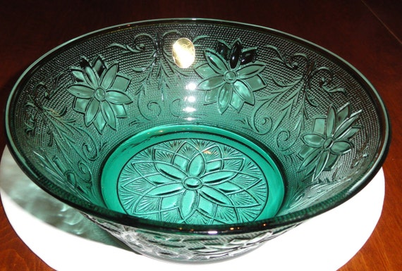 Tiara Exclusives Sandwich Glass Spruce Green Vegetable Salad Serving Bowl