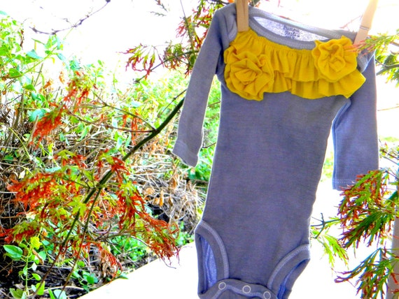 Grey onesie with Yellow ruffles and flowers for baby girl in size 0 to 3 months