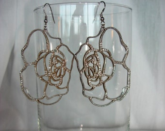 Vintage women pair of silver dangling flower earrings ON SALE