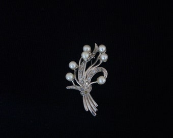 Vintage 1950's, Pearl And Aurora Borealis Rhinestone Pin / Brooch With Silver Tone Metal, Gift Item, Vintage Jewelry